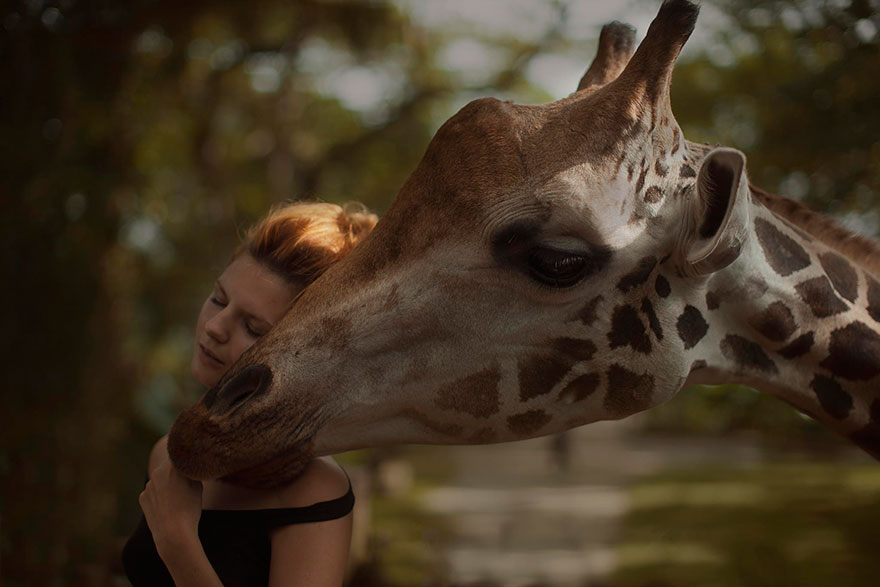 Stunning Photgraphs Of People With Exotic Animals 2